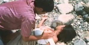レイコの乳房を触る