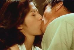男とキスをする蘭