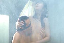 「別れぬ理由」より、津川雅彦に乳房を吸われている南條玲子