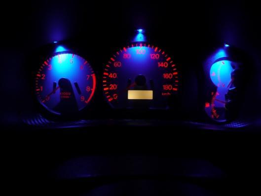 スピードメーターイルミ 自作LED化取り付け (2)