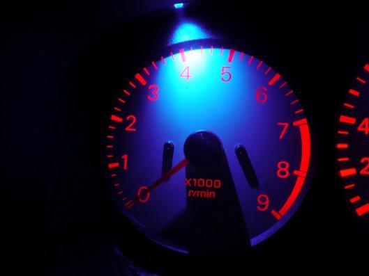 スピードメーターイルミ 自作LED化取り付け (3)