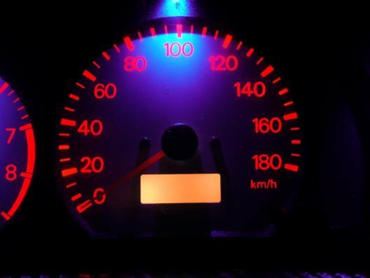 スピードメーターイルミ 自作LED化取り付け (5)