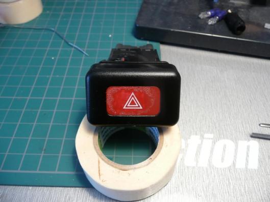 ハザードスイッチ赤色塗装 (1)
