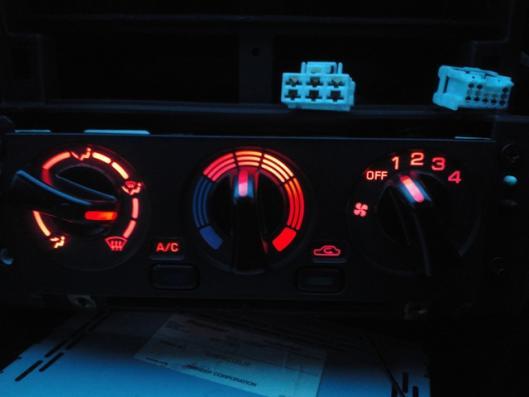 LEDエアコンスイッチ取り付け (4)