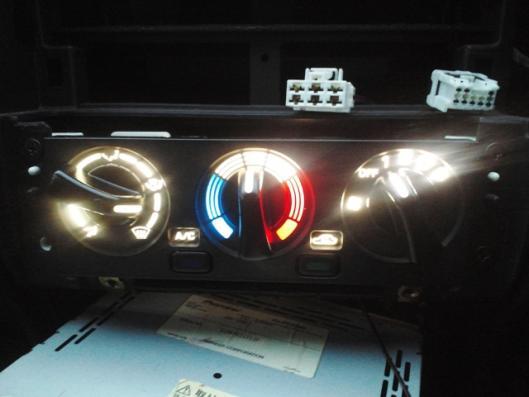 LEDエアコンスイッチ取り付け (3)