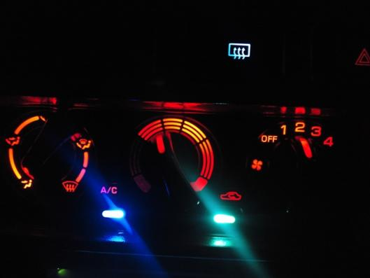 LEDエアコンスイッチ取り付け (6)