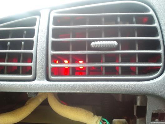赤色帽子型LED3発仕様エアコン吹き出し口(昼)