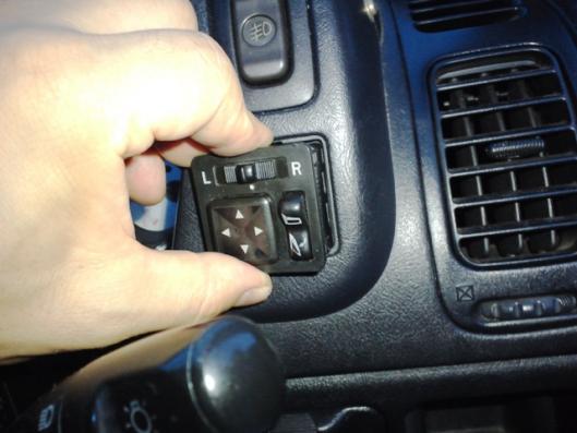 CN9Aドアミラースイッチ取り付け
