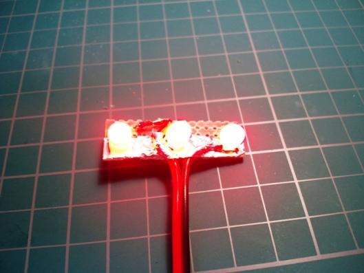 赤色帽子型LED3発仕様 発光テスト