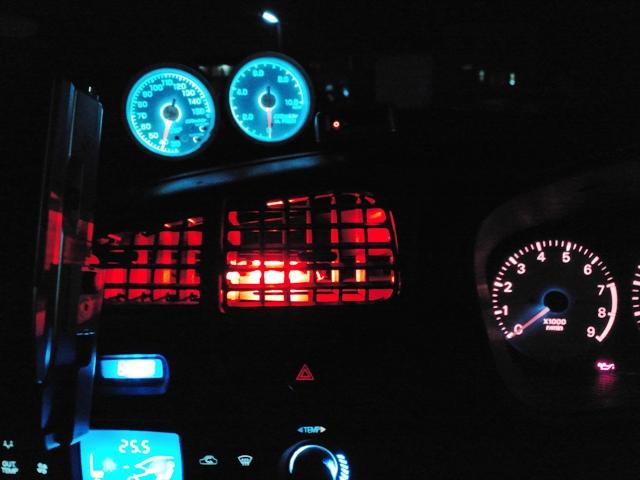 赤色帽子型LED3発仕様エアコン吹き出し口(夜)②