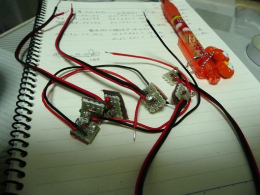 赤色LED + CRD 6個
