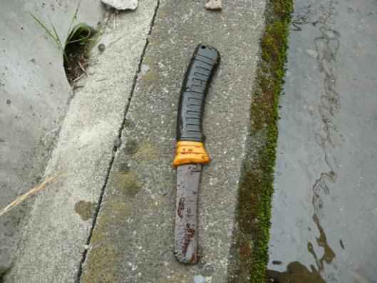 側溝 ナイフ?