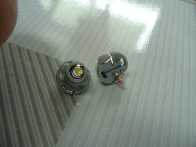 T4.7 8V仕様LED (日亜白色3mm使用)③