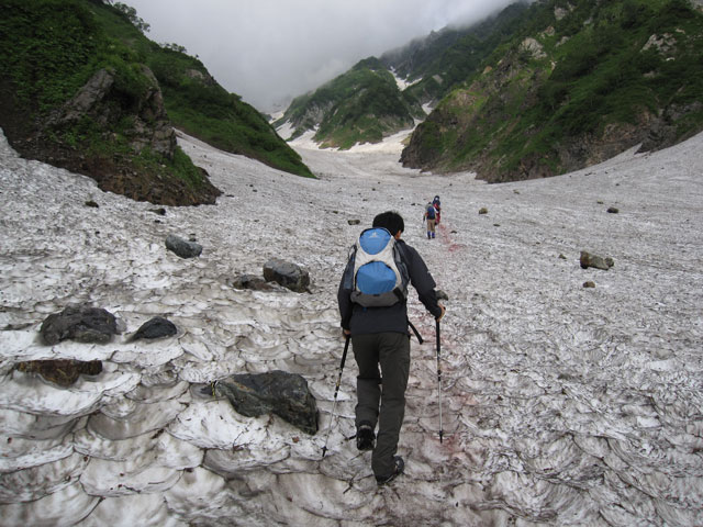 初めての雪渓