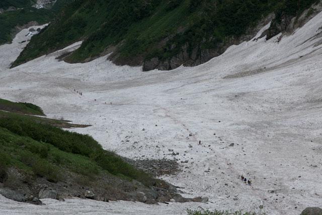 雪渓の上に