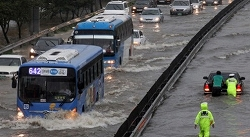 Seoul-Flood-Claimed-30-Lives-Including-10-Student-Volunteers-495x273.jpg