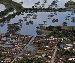 flood-colombia-aerial-dec10-afp-lg.jpg