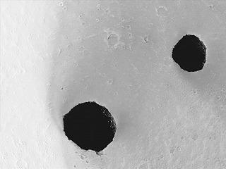 """火星の""""穴"""""""