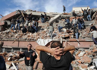 quake-hits-se-turkey-2011-10-23_l.jpg