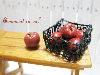 バスケットとリンゴ