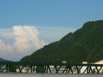 金華山と夏の空