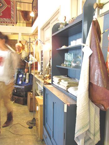 Re-designブルーペイントのオープン飾り棚