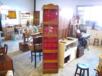 店舗什器 木味のガラスケース ディスプレイ 古道具 昔の筆入れ