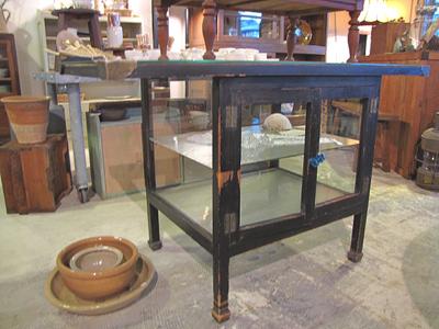 アンティーク・黒ケビントのガラス台