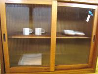 モールガラス×木味のかわいい食器棚