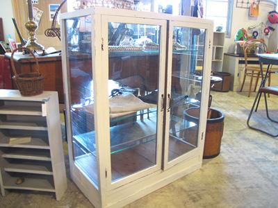 リメイク家具白ペイントのガラスショーケース