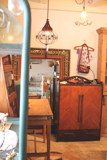 木製の本棚 昭和レトロなクローゼット
