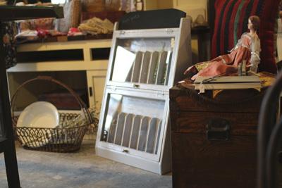 リメイク家具。アクセサリーケース古道具