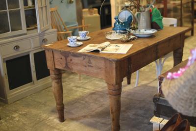 イギリスアンティーク オールドパインのテーブル