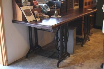 リメイク家具 シンガー脚と古木の作業台