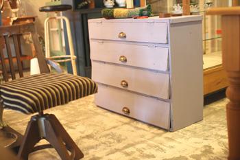 リメイク家具 ラベンダー色のペイントのフラップチェスト