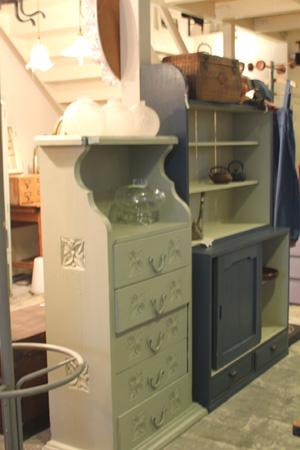 リメイク家具。ペイントものの入荷キャビネット