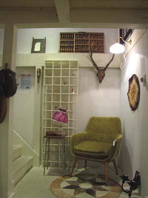 リメイク家具・白シャビーの52マスの陳列棚