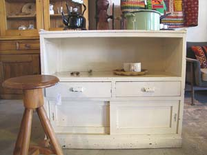 白シャビーのキッチンカウンター