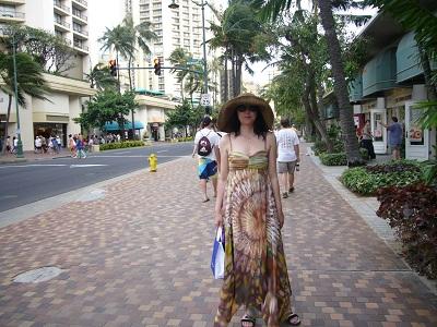 阿佐ヶ谷で目立ってたマキシードレス。ホノルルでも…