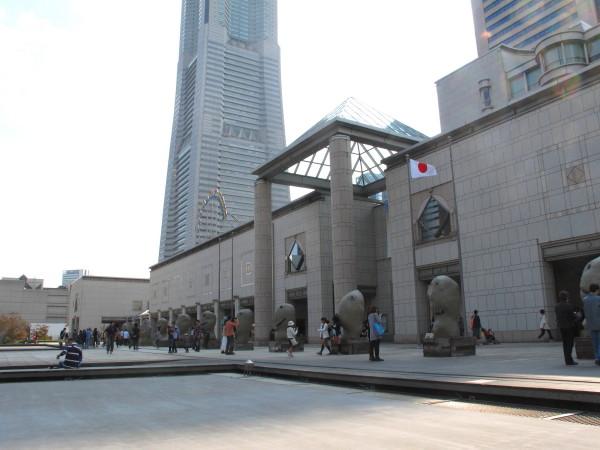 横浜美術館正面2011秋