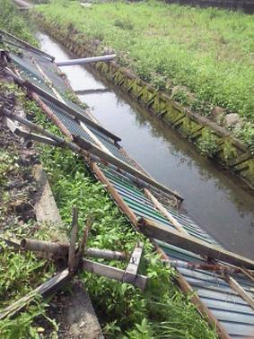 暴風雨の被害 フェンス