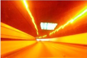 キャンプへのトンネル