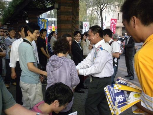 7月10日18時から20時まで、東京選挙区の山田宏候補ら日本創新党の候補者たちは、銀座の数寄屋橋交差点で有権者に最後の訴え