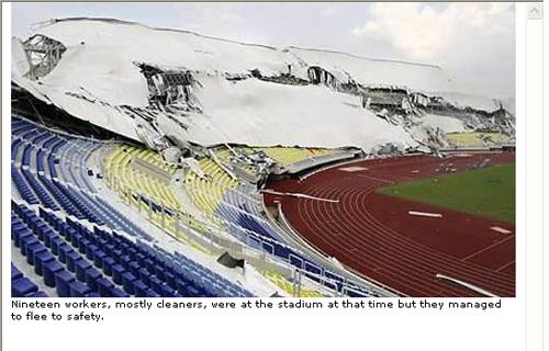 韓国業社参加マレーシア最新式競技場屋根、1年で崩壊