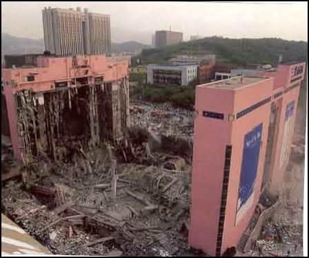 崩壊した三豊百貨店
