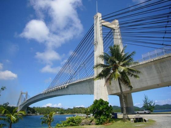 日本政府の援助で鹿島建設が新たに架けた「Japan-Palau friendship bridge」(日本-パラオ親善の橋)