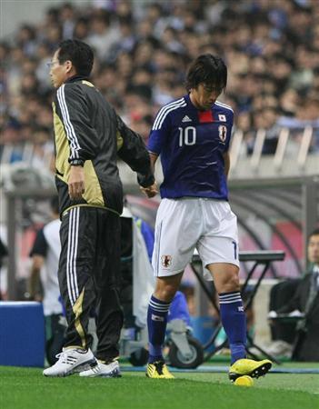 0-2で完敗した24日の韓国戦で中村俊輔は何もできずに真っ先に交代