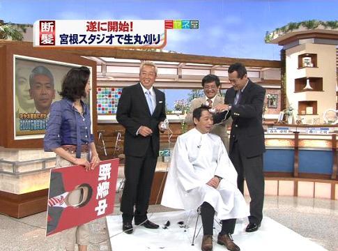 宮根誠司の公開丸刈りでバリカンjを入れている春川正明