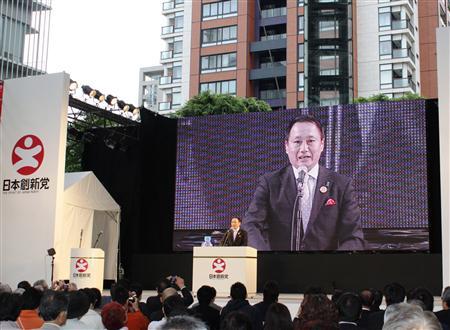 日本創新党の結党大会には約500人が集まった=5月30日、東京都港区六本木の六本木ヒルズ