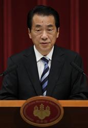 10日午後、会見する菅首相